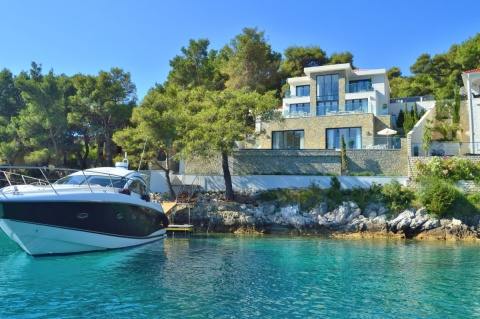 BC81 Villa Blue